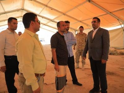 مدير عام المؤسسه الاقتصاديه اليمنيه ونائب رئيس الغرفة التجاريه يطلعا على سير عمل التجهيزات للخيمة الرمضانيه